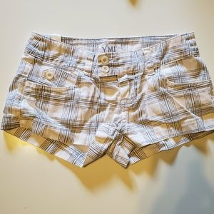3/$15 GUC YMI White Plaid Shorts